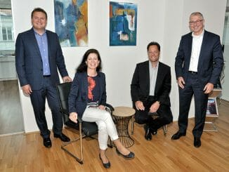 BI-Roundtable für die Computerwelt: Christine Wahlmüller hat mit Michael Wilfing-May (Solicon IT, links), Roland Gradl (Microsoft, sitzend) und Herwig Wandaller (MicroStrategy, rechts) über die Analytics-Zukunft diskutiert.