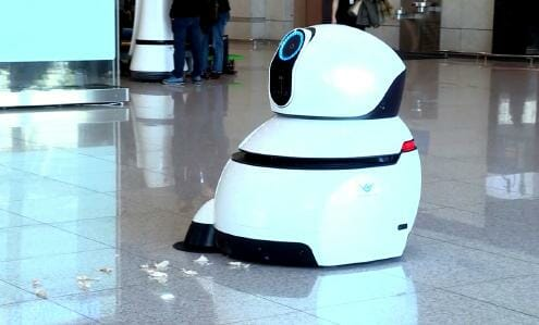 Airport Cleaning Robot. (c) LG